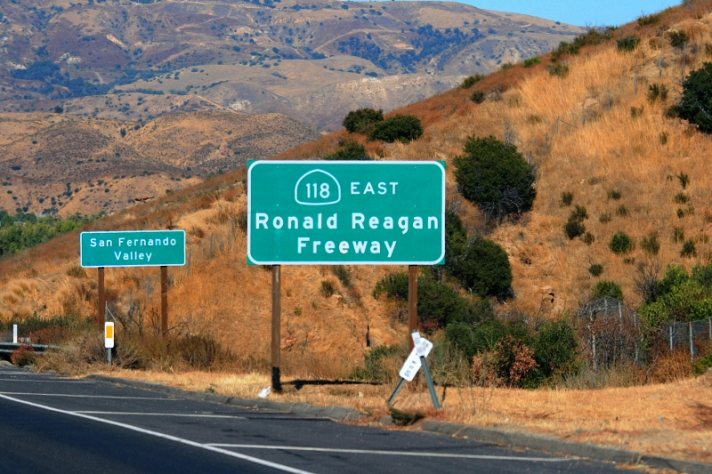 California_State_Route_118-Ronald_Reagan_Freeway_east_of_Simi_Valley